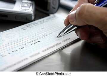 Firmar un cheque Sign a bank check