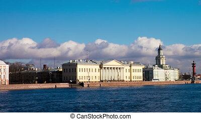 Classic architecture at Neva river quay, Saint Petersburg -...