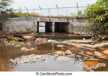 Big drain pipi and Wastewater, Pollution