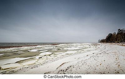 Winter shore landscape - Baltic sea shore in ice and snow in...