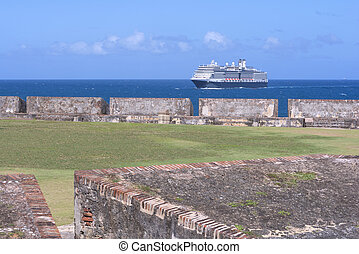Fort San Felipe del Morro - Huge passenger cruise ship in...