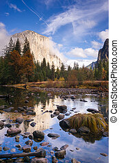 El Capitan Bridal Viel Merced River Yosemite National Park -...