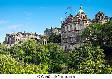 Historic buildings in Edinburgh - Historic buildings and a...