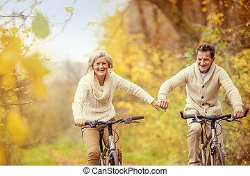 Activo, seniors, equitación, bicicleta,