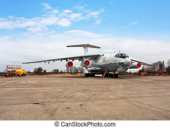 Transport airplanes - Heavy military transport aircraft...