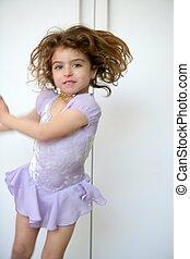 hermoso, niña, bailando, movimiento, mancha