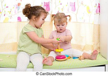 Schwestern, spielen, zwei, zusammen, Kinder