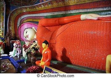 Kande Vihara Temple Aluthgama - lying Buddha of the Kande...