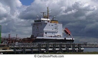 Ship, tanker moored at quay medium shot + zoom out - AMERIKA...