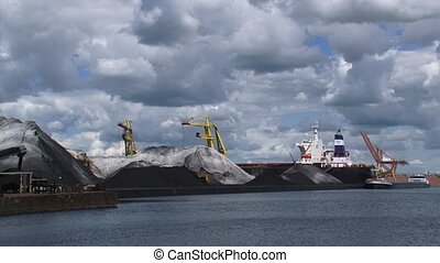 Transshipment of coal in Dutch port + moored ship - AFRIKA...