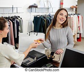 Kunde, lohnend, frau, Kredit, Mode, ausstellungsraum, Karte, glücklich