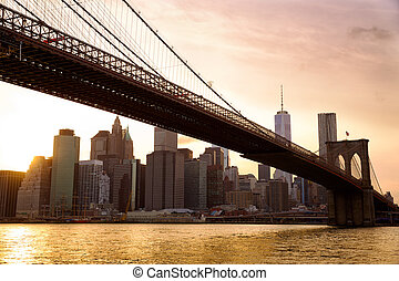 Brooklyn Bridge sunset - Manhattan skyline with Brooklyn...