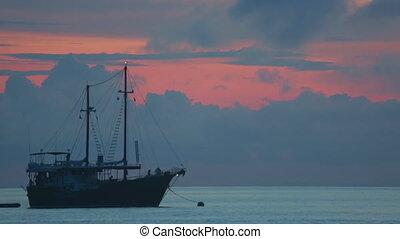 Dive boat at the sunrise, Ko Miang island (Similan Islands,...