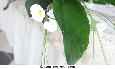 white flowers on a wedding table