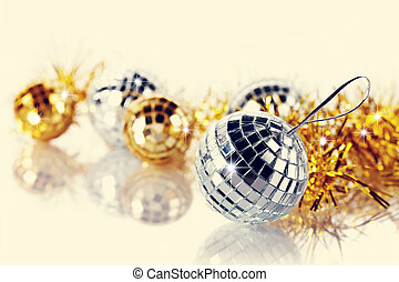 Mirror spheres and New Years tinsel - Mirror spheres New...
