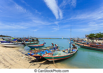Traditional Thai boat or long tail boat stand at the beach -...