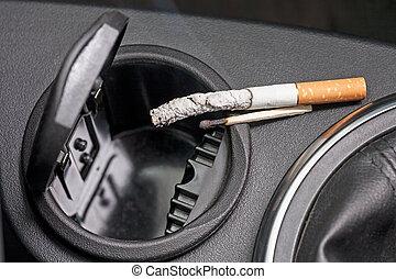 bil, askkopp, cigarett