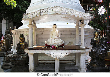 Gangaramaya Temple Colombo - buddhist shrine of the...