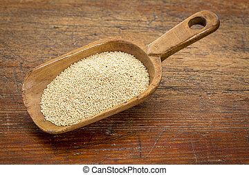 amaranth grain scoop