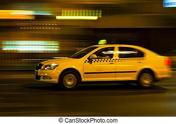 amarillo, taxi, Se mueve, en, el, noche, ciudad, calle,