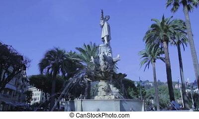 fontana - Il video rappresenta un particolare di una fontana...
