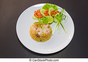 Fried rice with shrimps and chicken