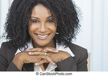 Beautiful Smiling African American Woman Businesswoman -...