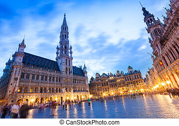 La Meuse et l'Escaut on Grand Place at night