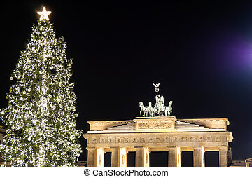 brandenburger tor in december - brandenburger in berlin tor...
