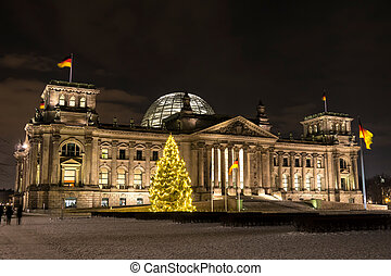 bundestag in december - bundestag in berlin by night in...