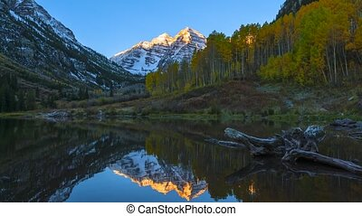 Maroon Bells Sunrise Colorado - 4K UHD Time-lapse Maroon...