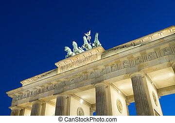 brandenburger tor in berlin in evening with blue sky