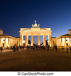 brandenburger tor and pariser platz - pariser platz and...