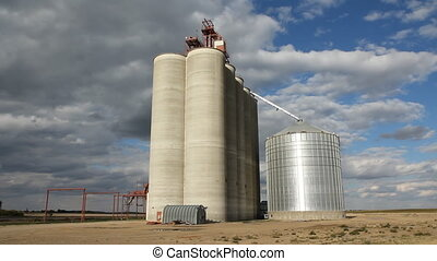 Grain elevator Time lapse SK - Grain elevator with dramatic...