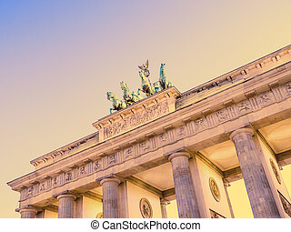 brandenburger tor in berlin in evning time