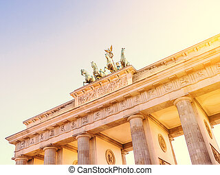 brandenburger tor berlin with sunlight in evening time