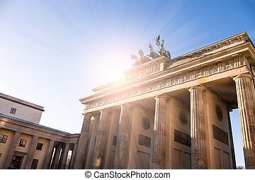 brandenburger tor in sunlight in berlin
