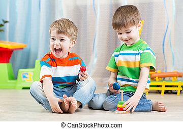 meninos, crianças,  playroom, brinquedos