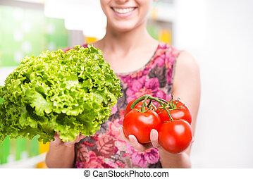 顧客, 藏品, 蔬菜, 在, 超級市場,