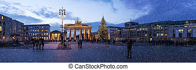brandenburger tor at christmas in berlin