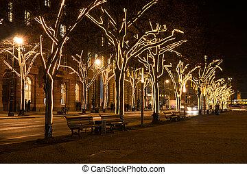 unter den linden at christmas - unter den linden in berlin...