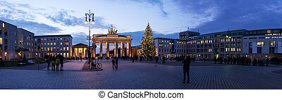 brandenburger tor panorama view in berlin