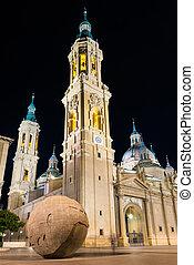 Basilica del Pilar en la ciudad de Zaragoza, Aragon, spain.