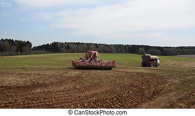 Agricultural machinery for planting - Tractor sowing cereals...