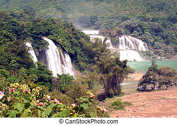 Ban Gioc waterfall in Vietnam and Datian waterfall in China