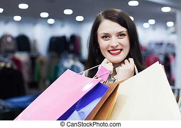 mujer, con, Bolsas, en, Boutique,