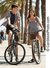 esportiva, jovem, pessoas, com, bicicletas,
