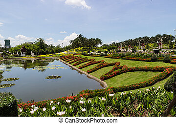 the view of the pond in the rajapruek royal park