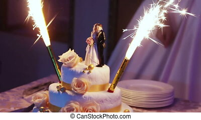 Cake with fireworks - Wedding cake with burning fireworks