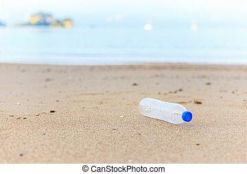 plástico, botella, en, el, playa,
